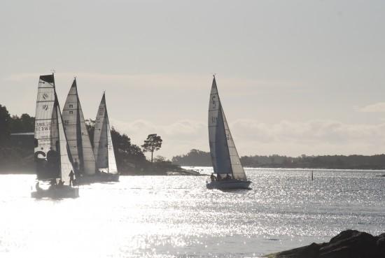Båtar iväg strax efter start. Foto: Christer Andersson